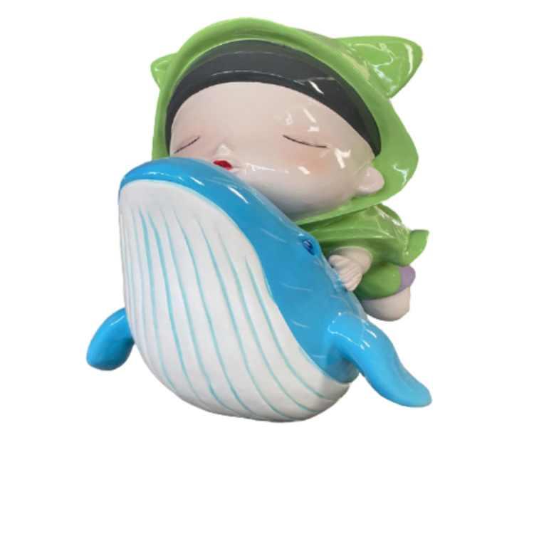 Mô hình cậu bé và cá voi được làm từ composite